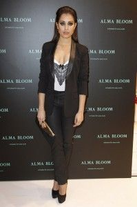 Hiba Abouk Imagen de la Firma de Lencería Alma Bloom
